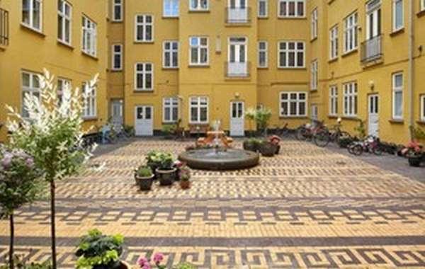 Придомовая территория многоэтажного дома
