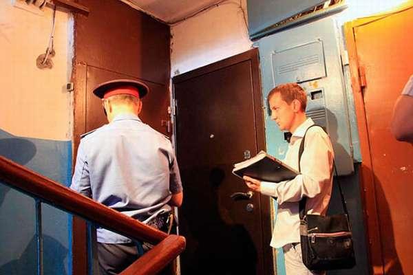 Полиция у квартиры
