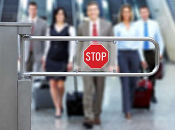 Как можно проверить статус должника при выезде за границу