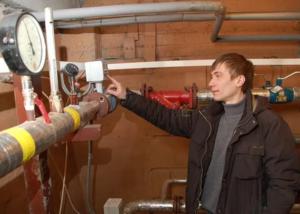 Если в квартире нет своего счетчика, потребление воды рассчитывают исходя из показаний общедомового прибора учета воды