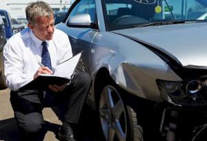 Оценщик автомобилей должен иметь профильное образование, нужно изучить предмет оценивания