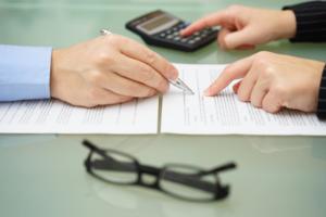 Лучшим вариантом, при продаже квартиры в залоге, будет предварительное погашение ипотеки