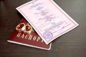 смена фамилии после свадьбы