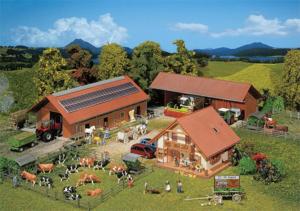 По закону вы можете приватизировать дом и хозяйственные постройки на участке